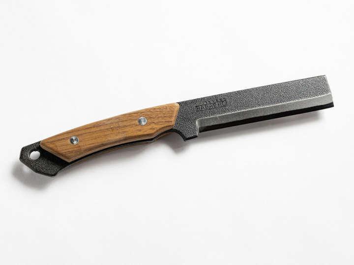 ナイフのようにも使える「小ナタ」で目指せ焚き火マスター!