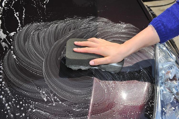 「ガラス」で始まり「ホイール」で終わる! じつは重要な「洗車の順番」とその理由