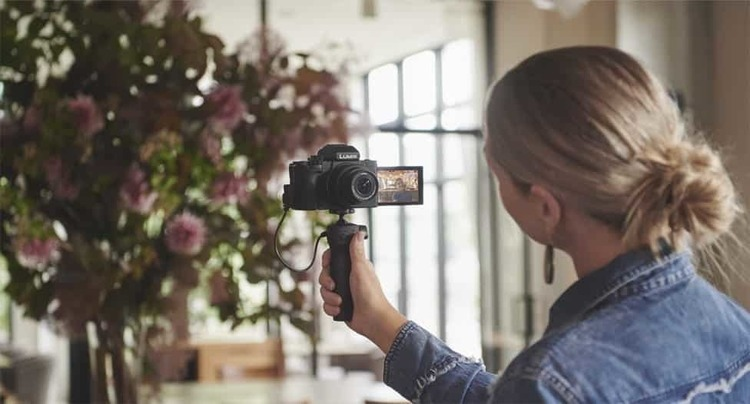 【高画質】手軽な動画Vlog撮影に特化したミラーレスカメラ『LUMIX DC-G100』が近日発売
