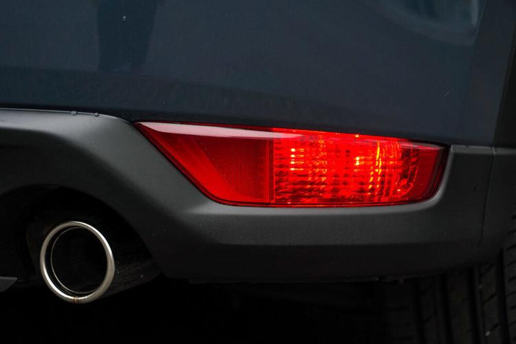 【迷惑注意】リアフォグランプ、気付かず点灯しっぱなしにしていませんか?欧州車は装備義務付け