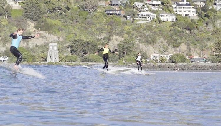 コロナ禍で延期開催されたニュージーランド クライストチャーチのクラシックログサーフィンフェス『Single Fin Minlge 2020』映像