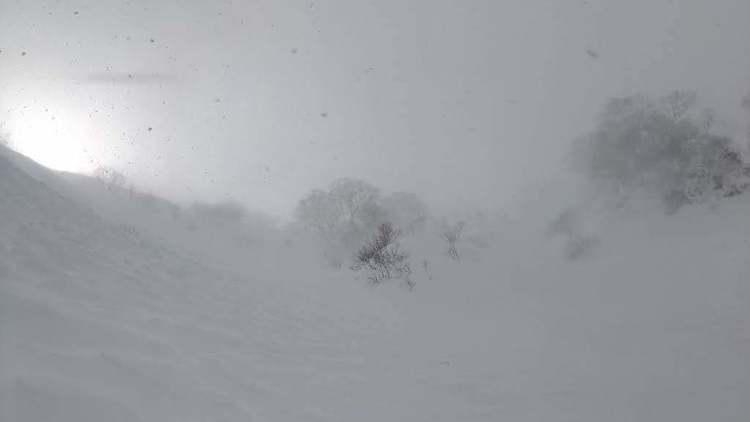 ホワイトアウト=メラピークでの体験 – 岩崎元郎の山談義