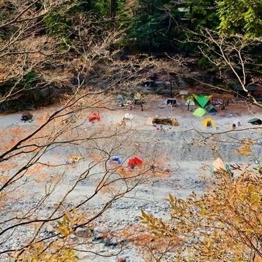 【2021】奥多摩のキャンプ場おすすめ8選!壮大な自然の中で川遊びを楽しもう!
