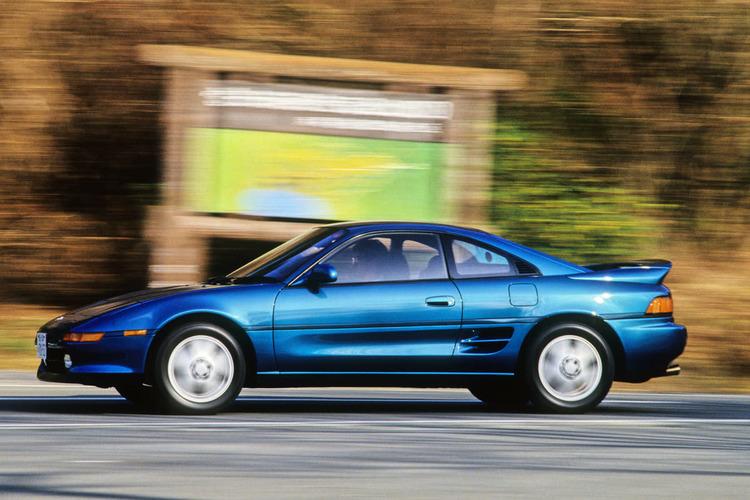 いま考えると手頃に買える「ミッドシップスポーツ」って偉大すぎる! トヨタMR2という衝撃のクルマ