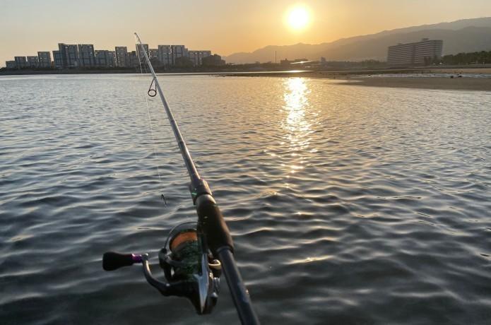 春は夕まずめを狙え!朝まずめよりも釣れる理由とは……