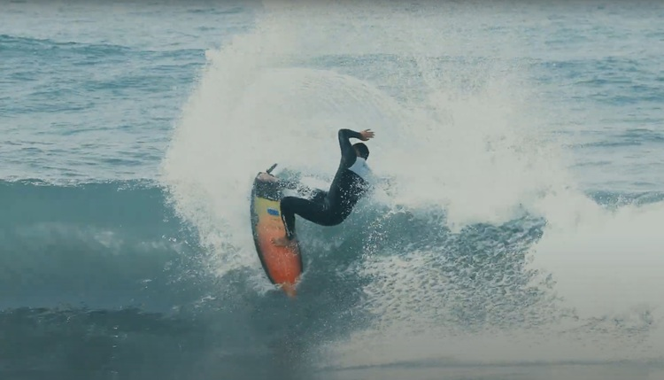 【BADASS最新動画】日本指折りのレジェンドシェイパー小川昌男氏とタッグを組んで立ち上げたawing surfboardsでの歴代グランドチャンプ大澤伸幸による湘南セッション