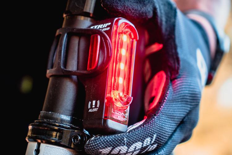 【初心者向け】前後点灯で安全確保、ロードバイクのリアライトおすすめ取付場所 5選