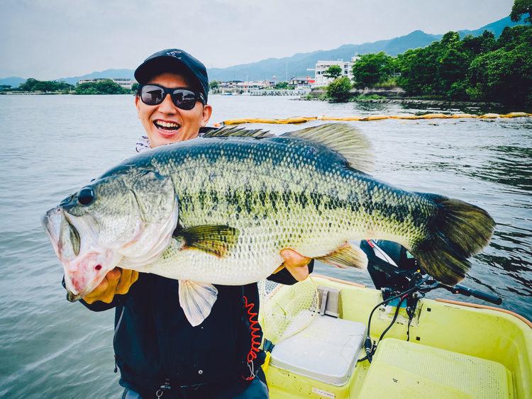 【琵琶湖でトップウォーター】ポッパーにあわやロクマル!?4kgの巨大なバスが襲いかかってきた日のこと