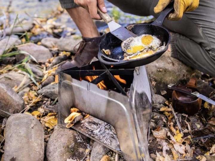 組み立て簡単なフラットになるストーブが焚き火も調理もこなします
