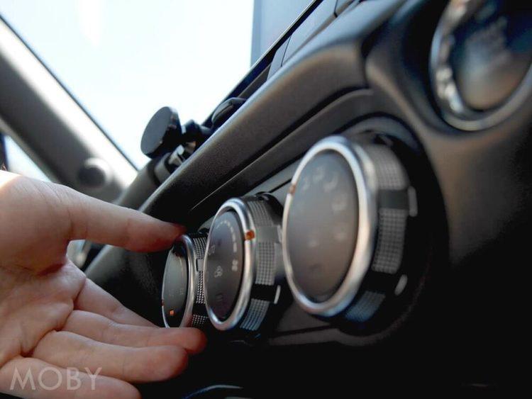 ドアを開けたら熱気がブワッ!車内温度を早く冷やす方法は?