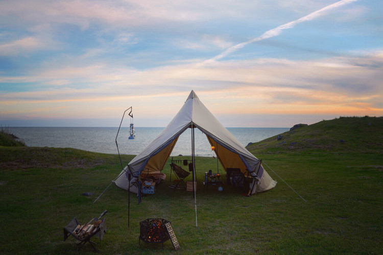 【夕日が綺麗な絶景無料キャンプ場】秋田の「飛びのくずれキャンプ場」をご紹介!