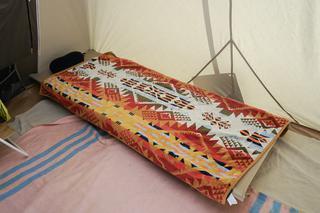 【真夏キャンプどうやって寝る?】ペンドルトン・タオルや40℃越えの砂漠キャンプで快適に眠る寝床アイテムを紹介