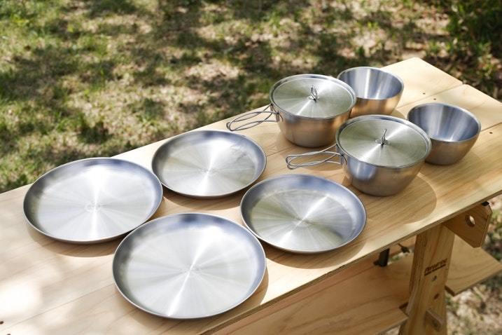 【素材別】キャンプ用食器おすすめ33選!収納・後片付けに使える商品も