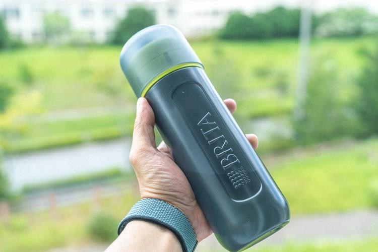 持ち運べる浄水器は、水道水さえおいしくする。水分補給の回数が自然と増えました|マイ定番スタイル