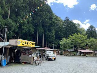 西丹沢大滝キャンプ場の魅力を紹介! 川沿いフリーサイトやログハウス・バンガローも