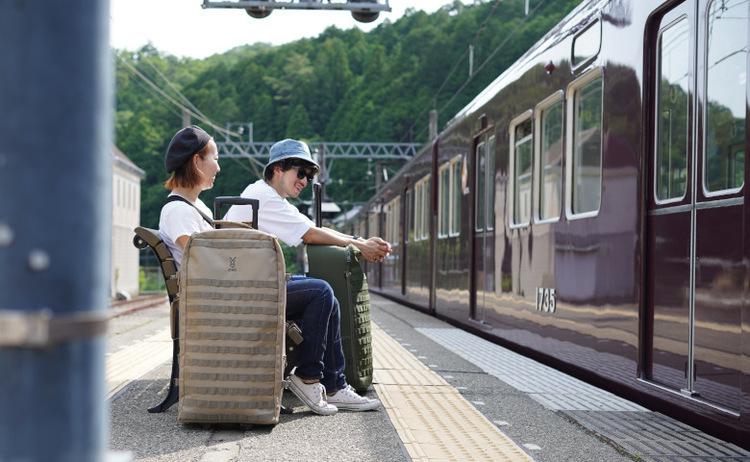 ノーモア肩見の狭い電車。全ての都市キャンパー、そして全ての都市営業マンを救う細長いスーツケース「キャンパーノ・コロコーロ」。