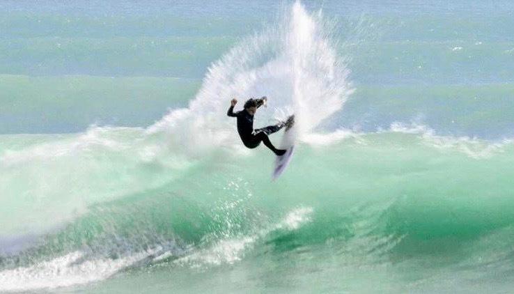 ニュージーランド パーフェクトレフトを華麗にライドするLuke Griffin 20歳のサーフ映像