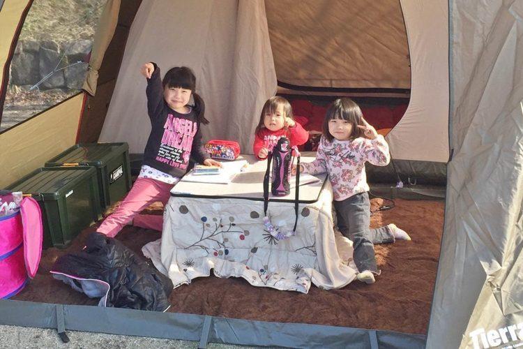 【秋・冬もポカポカ】電源付きサイトを予約できるキャンプ場