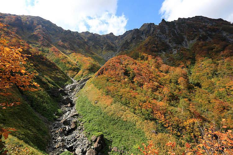 【谷川岳】難易度低めの初心者コース 雪の残る天神尾根へロープウェイを使って登る