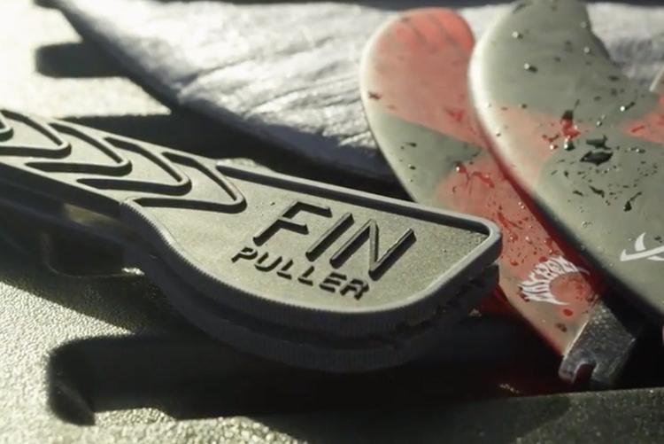 フィンのねじをぐるぐる回すのはもう古い!FCS II フィン着脱アイテム『FIN PLLE(フィン・プラー)』