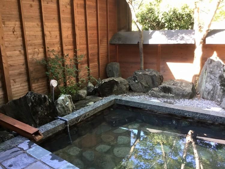 アクセス良好で天然温泉つき! 渓谷を臨む「長瀞キャンプヴィレッジ」。【お風呂に入れるキャンプ場FILE #14】