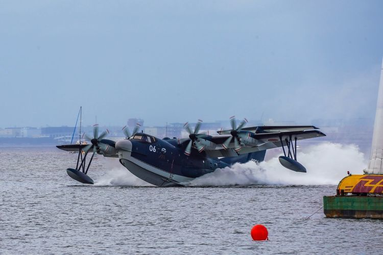 「US-2」水陸両用救難飛行艇の離着水レポ クルマと関連あった!