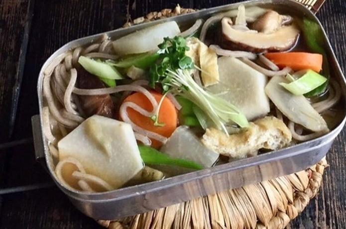 ゆで麺を使って簡単&時短!具沢山のけんちんそば【目指せメスティンマニア!レシピ#43】