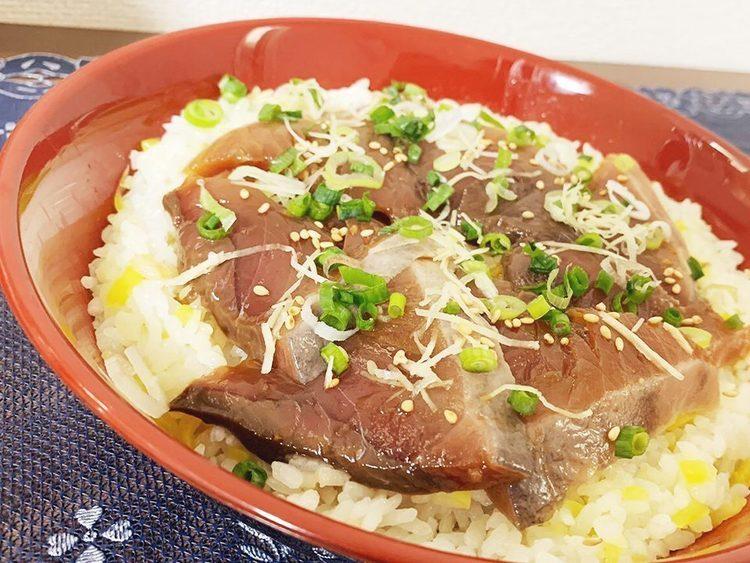 【レシピ】カツオを漬けて乗せるだけ!郷土料理「手ごね寿司」
