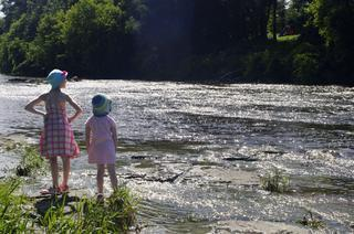 ファミリーキャンプで川遊び!子供を危険から守るのための5つの注意点