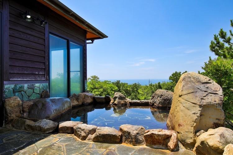 日本三大温泉の湯巡りができる、オーシャンビューの贅沢スポット「オートキャンプ場グランパス」。【お風呂に入れるキャンプ場FILE #37】