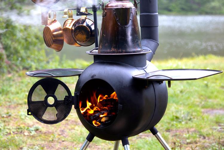 キャンプ料理はこれ一台! 調理特化型の人気ファイヤーピットが、装い新たに日本上陸。