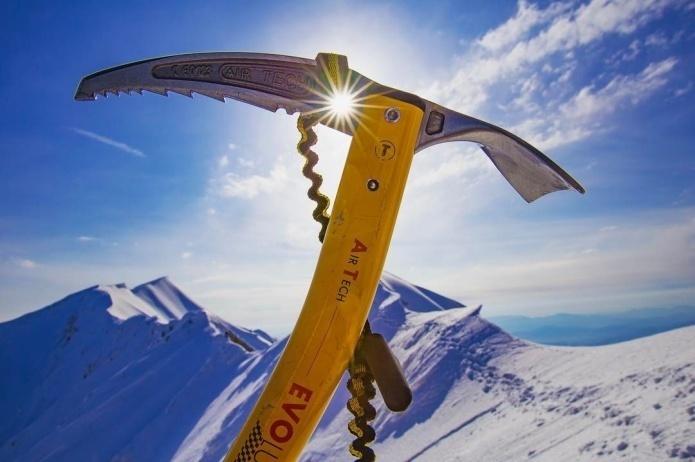 <グリベル>のピッケルはどう選ぶ? 雪山デビューにおすすめの6モデルを比較