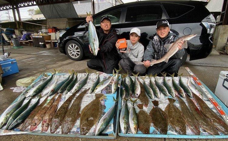 大雨でも大漁!○シ○メも釣れた伊良湖水道のイワシの泳がせ釣り釣行記!