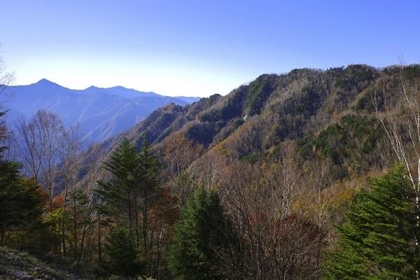 クレーターを歩く|遠山郷 の御池山