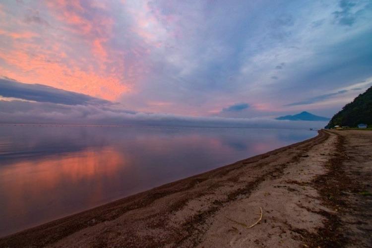 猪苗代湖を一望する「崎川浜キャンプ場」は、ロケーション最高の無料サイト