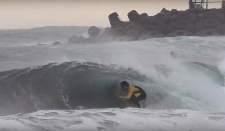 【HrsTV最新動画】フリーサーファー飯田航太による2020年で最も最高なチューブぐりぐり波となった湘南THE DAYセッション