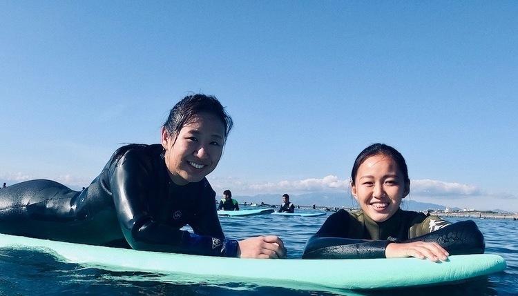 ほぼ初サーフィン女子でもサーフスクールに行けば1日でテイクオフできるのか?サーフレッスン式ハウツー動画
