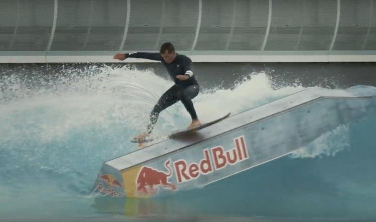 【世界初!!】Julian Wilsonがパドルインのサーフィンでハンドレールを用いたボードスライドをメイク!!