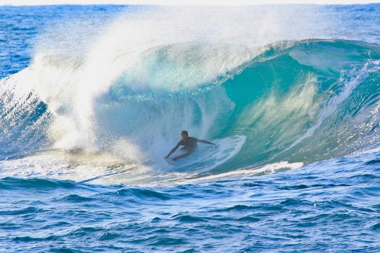【シークエンス・オブ・ザSea of Japan Session Vol.2】テイクオフから波に張り付く世界レベルのバックサイド・グラブレール by 松岡慧斗