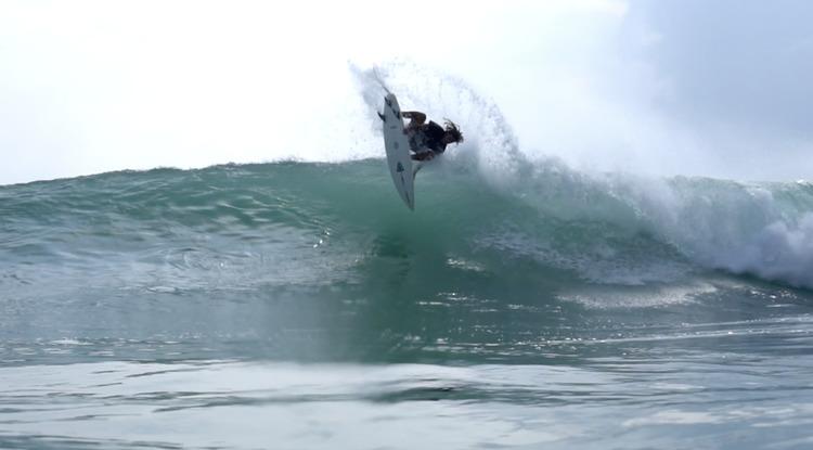 メリーランド州出身の才能豊かな19歳『サイモン・ヘトリック』世界各国のサーフィン映像