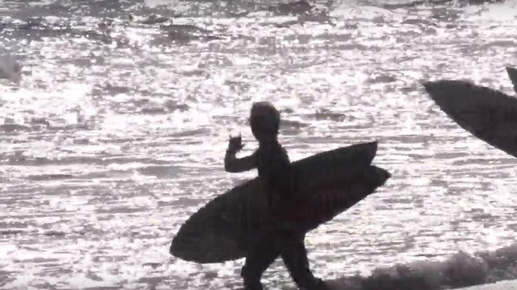【オルタナティブ】これぞオールラウンダー!! 世界に認められたチューブマスター松岡慧斗が湘南小波をスタイリッシュに乗りこなすDEADKOOKSツインフィン・セッション