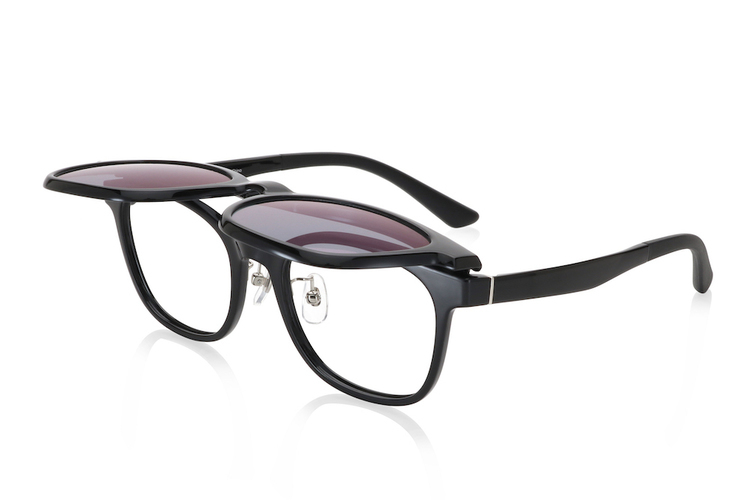 眼鏡とサングラスをスイッチできる、JINSの人気シリーズにフリップアップタイプが仲間入り!