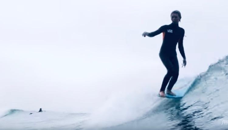 トシュ・チューダーがショートシングルフィンからロングボードまで、様々なサーフボードを乗りこなす波乗り映像