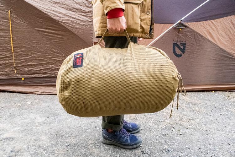 話題のガレージブランド「オレゴニアンキャンパー」のストリージバッグが寝袋収納に便利!
