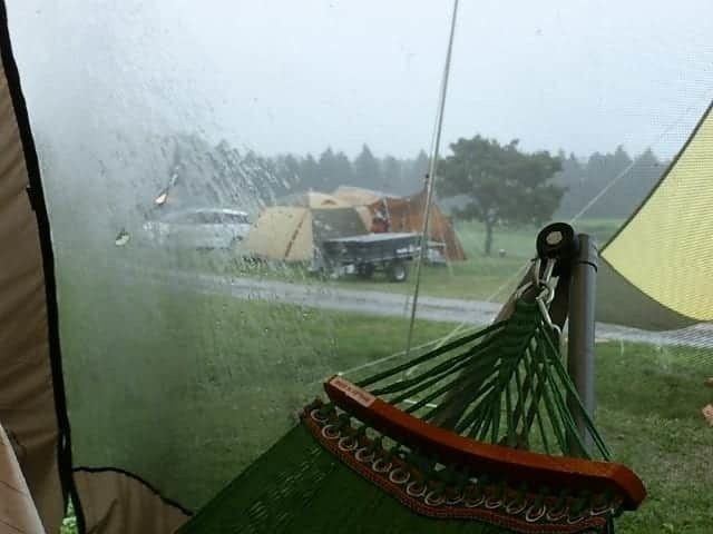 雨キャンプ後のテントどうしてる?テントを干す場所がない人は『テント乾燥サービス』を賢く使おう!