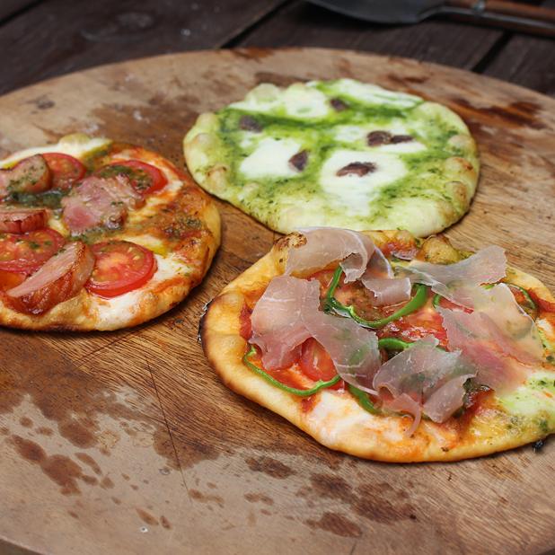 庭の石窯でピザを焼いてみた