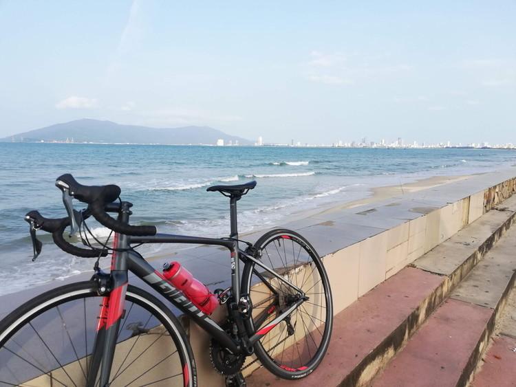 あなたのロードバイクを見せてください!第70回 ジャイアントのCONTEND SL2&ベトナムの自転車生活も