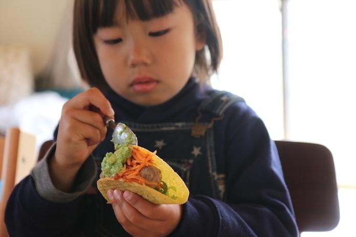 【おうちキャンプ飯】手作りハーブソーセージとチリコンカンで、タコスパーティー!