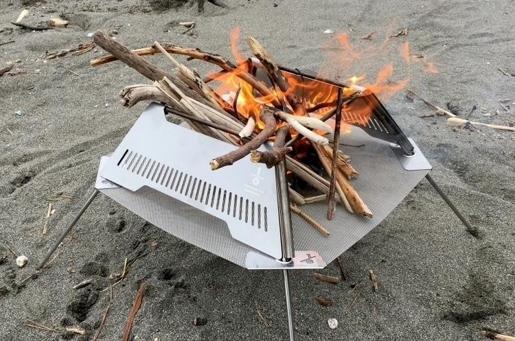 湘南の新鋭ブランドから焚き火台の新提案。サイズも燃焼効率も計算された注目作。