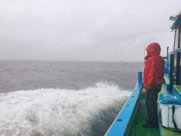 「雨の日は魚がよく釣れる」ってほんと?雨の日に釣りにいくプラス面・マイナス面を考える